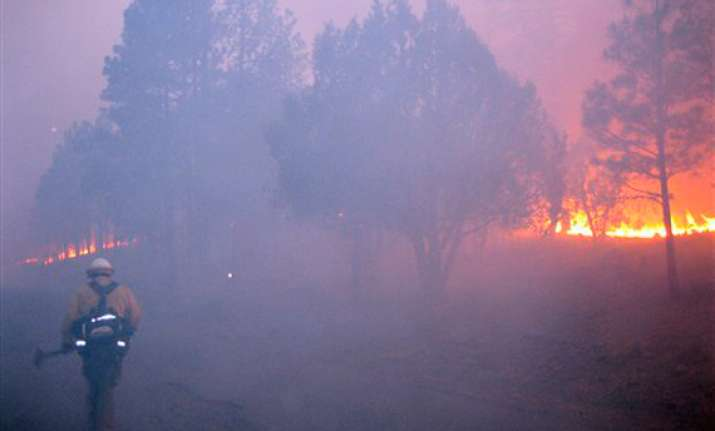 one dead nearly 350 homes burned in us wildfire