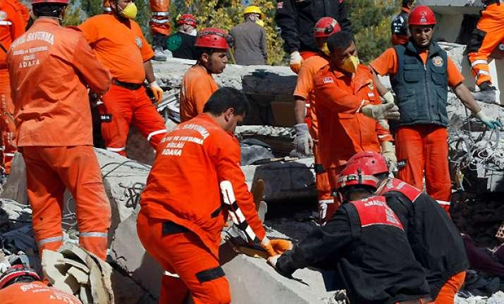 desperate hunt for survivors after turkey quake carnage