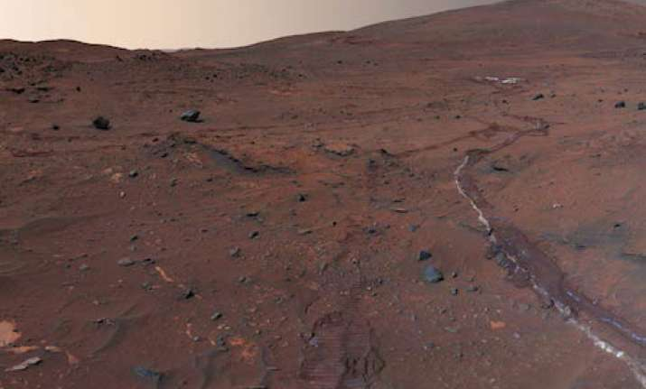 over 400 people volunteer to make one way trip to mars