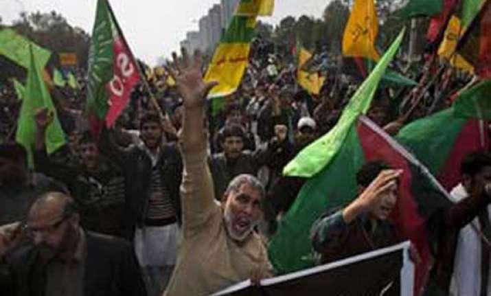pak shias refuse to bury dead want army control over quetta