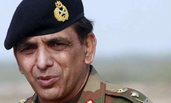 pak army chief gen kayani s brother visits india