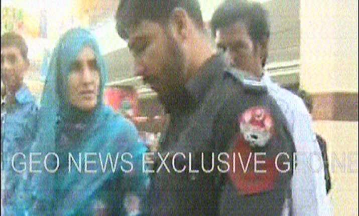 pak geo news telecasts policeman manhandling woman in lahore
