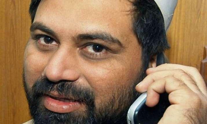 pak journo buried govt promises probe for isi links