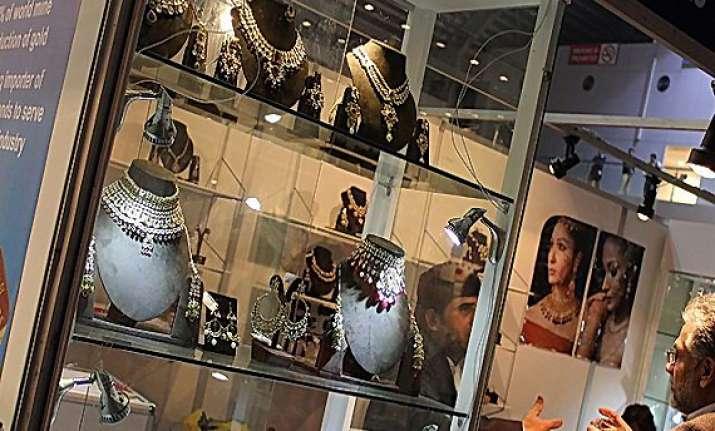 pak police crack rs 1 million diamond theft case at india