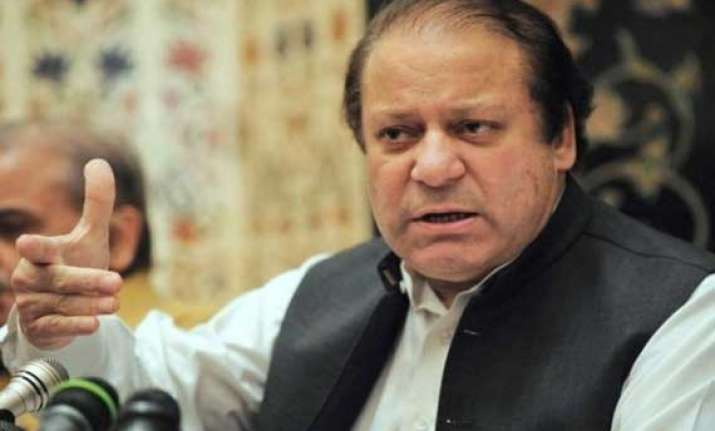 pakistan government on backfoot protesters call for sharif
