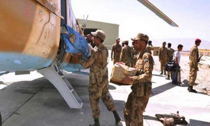 pakistani forces under attack in quake hit areas