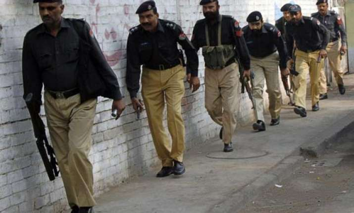 pakistani policemen with fake degrees to be arrested
