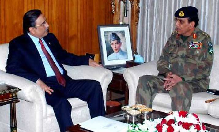 pakistani army fed up with asif ali zardari wants him out