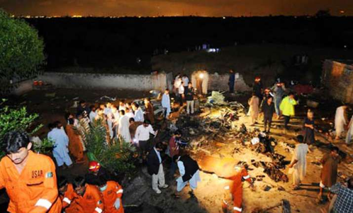 all 127 on board pak plane killed in crash