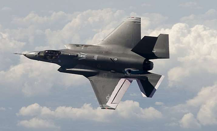 pentagon grounds its entire fleet of f35 fighter jets