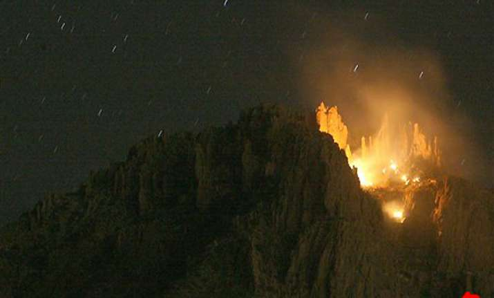 plane with 6 aboard crashes in arizona mountains