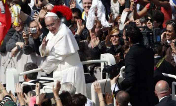 pope francis calls for reflection on palm sunday