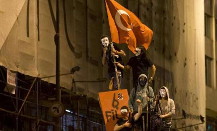 pro govt anti govt protesters clash in turkey