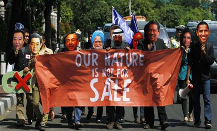 protesters display mock 1 trillion us dollar bill at g20