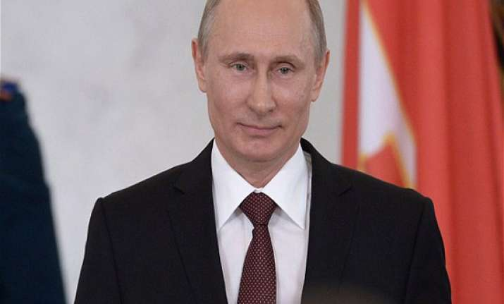 vladimir putin to attend d day commemorations francois