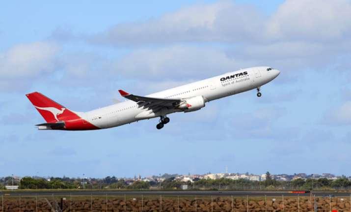 qantas resums flights after 44 hour shutrdown