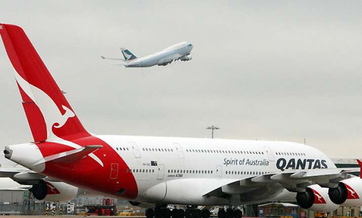 qantas to fly again 70 000 passengers stranded