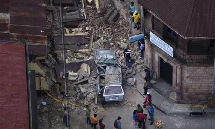 quake kills two 32 injured in guatemala