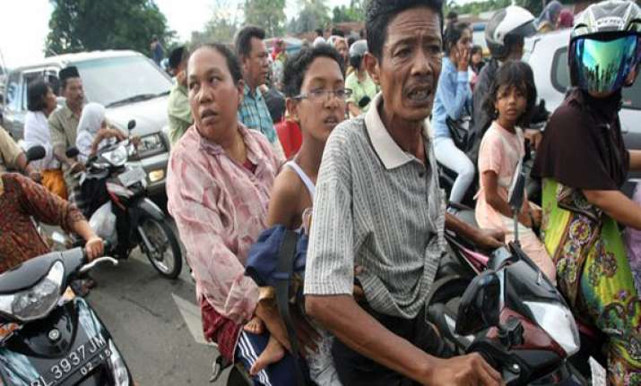 quake off indonesia triggers panic in east timor