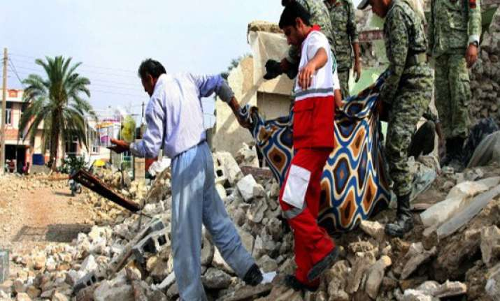 quakes hit southeast pakistan 1 killed 30 injured