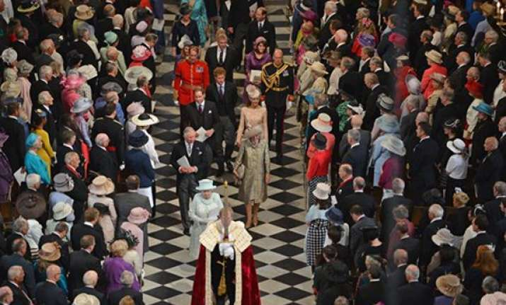 queen participates in thanksgiving ceremony at st paul s