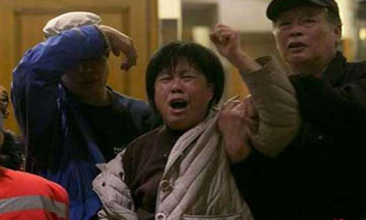 relatives clash with police in china seek truth about plane