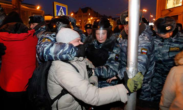 riot police break up anti putin protest in moscow