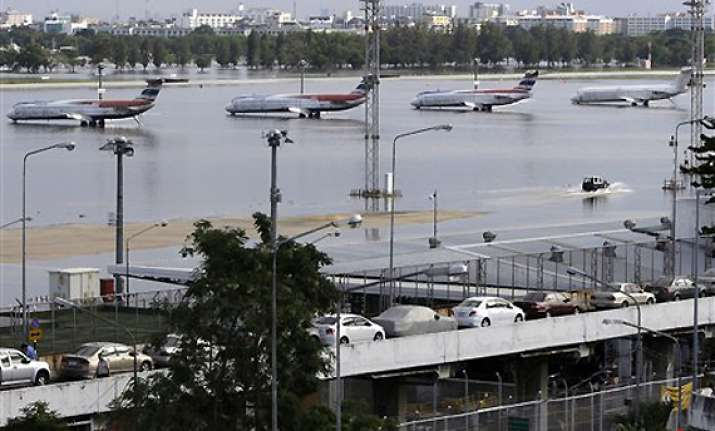 riverfront flooding widens but bangkok mostly dry
