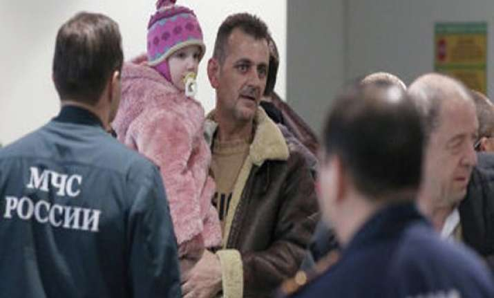 russia evacuates 130 people from syria
