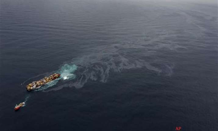 salvage crew boards stricken ship off nz coast
