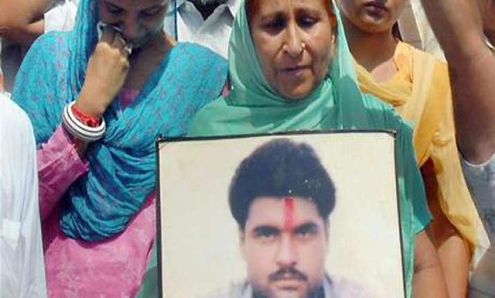 sarabjit flip flop an international embarrassment says pak