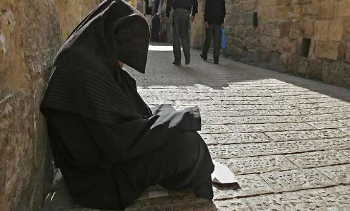 saudi beggar dies leaving million dollar fortune behind