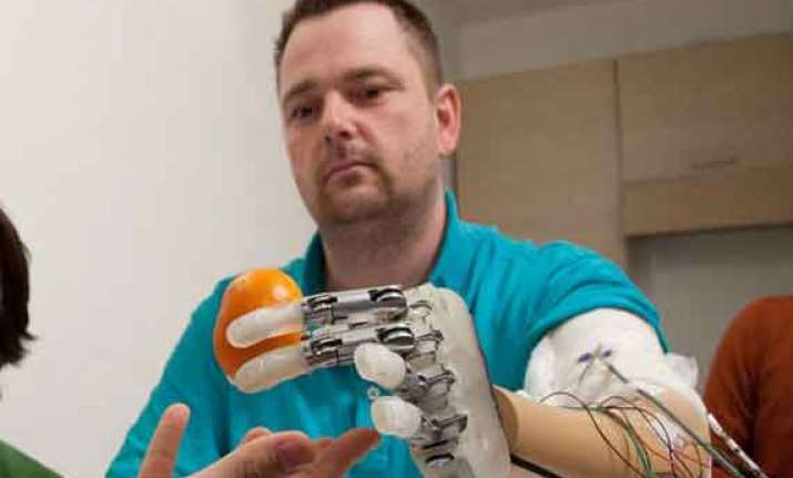scientists create prosthetic hand that feels in real time