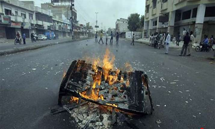 shoot at sight orders in karachi 88 dead