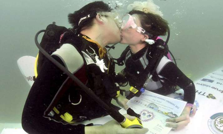 six scuba clad couples take underwater wedding vows in