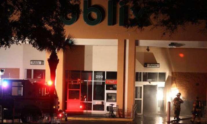small plane crashes into florida shopping centre