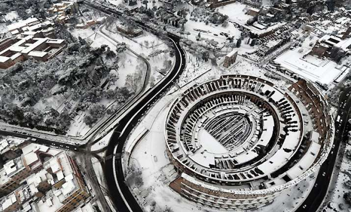 snow falls on rome for first time in 26 years 260 die of