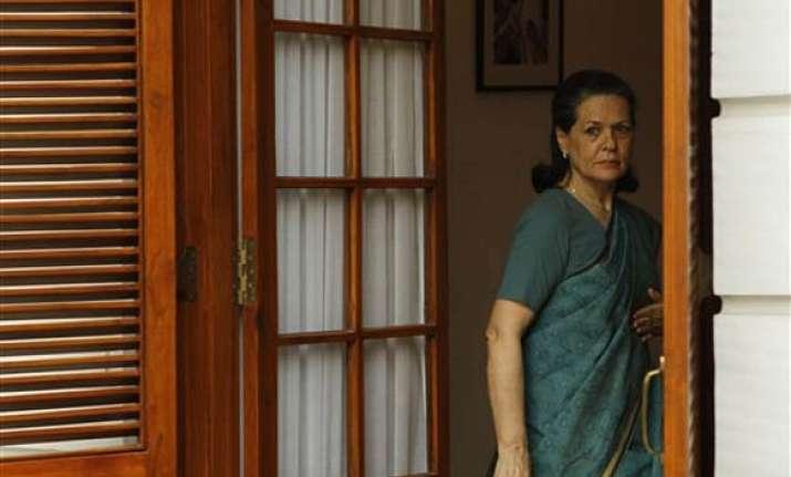 sonia gandhi arrives in dhaka