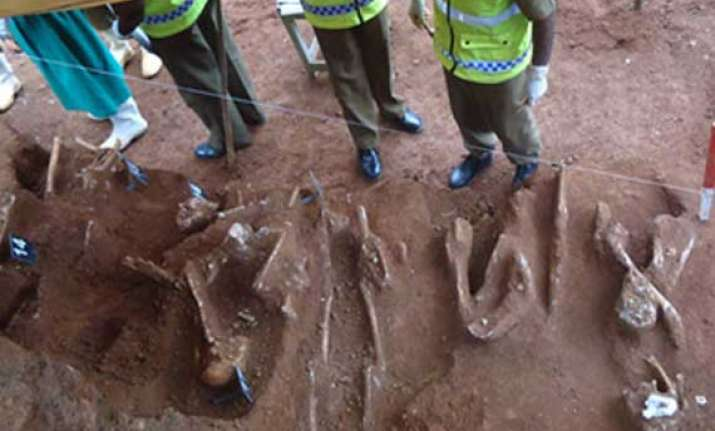 sri lankan family finds mass grave in garden in north