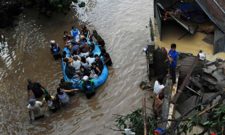 flash floods kill at least 450 in philippines