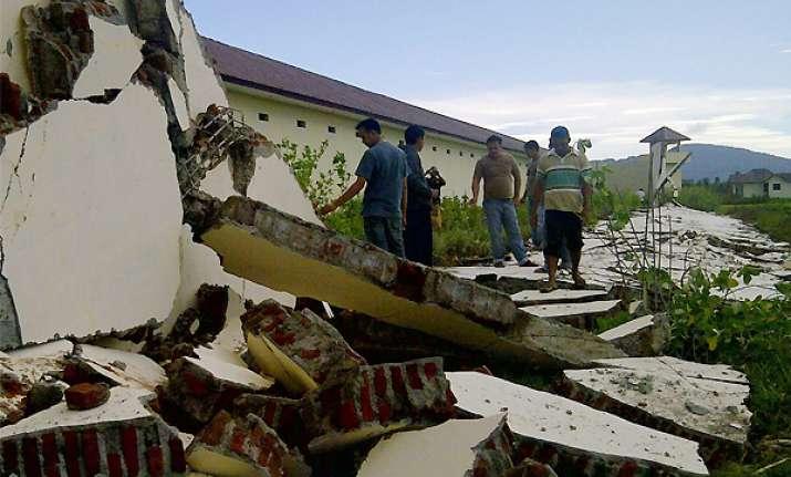 strong indonesian quakes creates panic but no tsunami