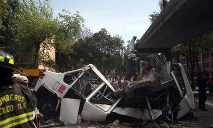 7.4 quake shakes mexico 100s of homes damaged