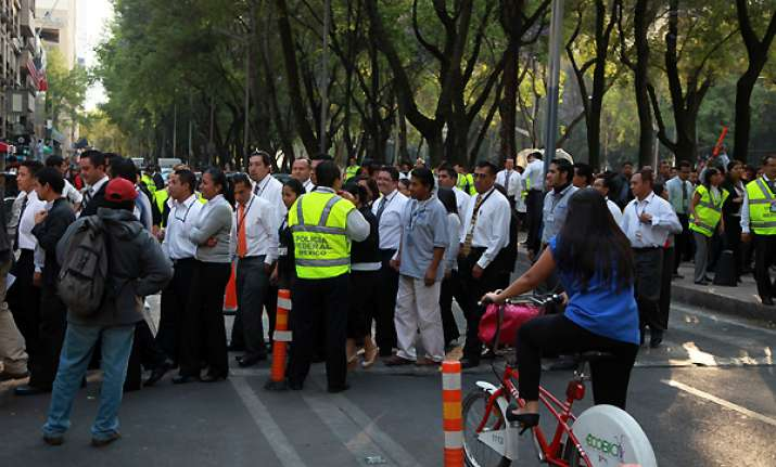 strong quake hits us mexico