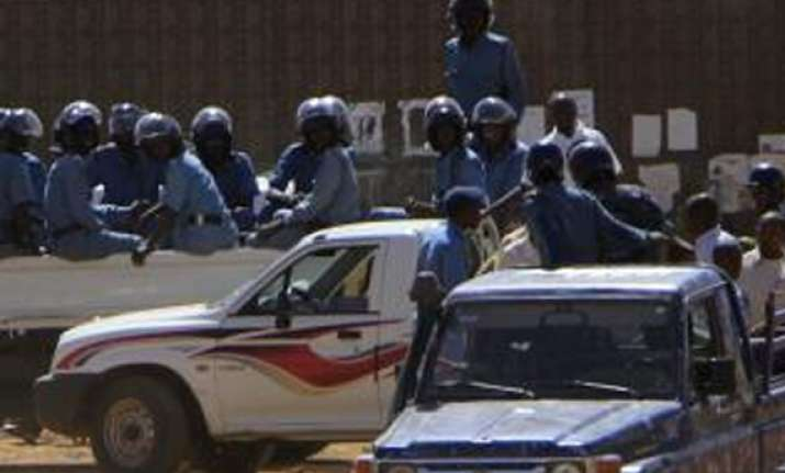 sudan police uses tear gas to disperse protest