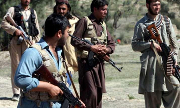 suicide bomber kills one in pakistan