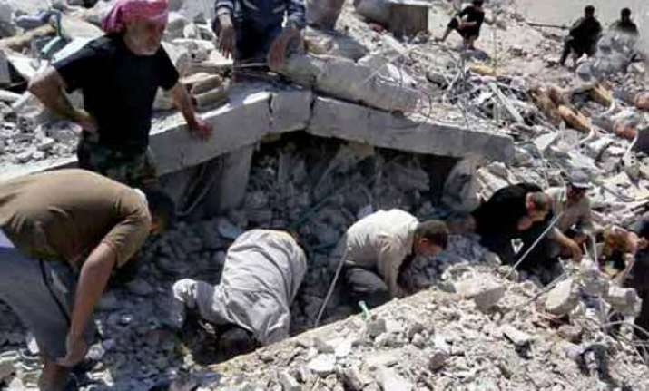 syrian opposition 200 civilians trapped in mosque