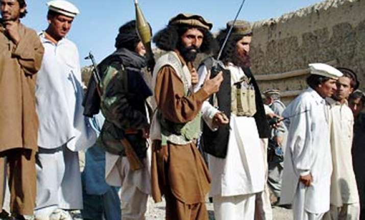 taliban attacks pak military posts 8 soldiers dead