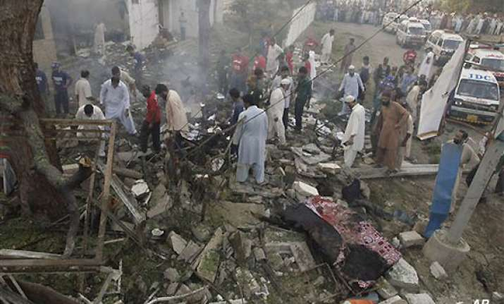 taliban suicide attack in pakistan leaves 4 killed 28