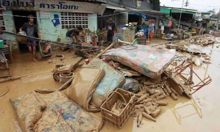 thailand floods death toll rises to 73