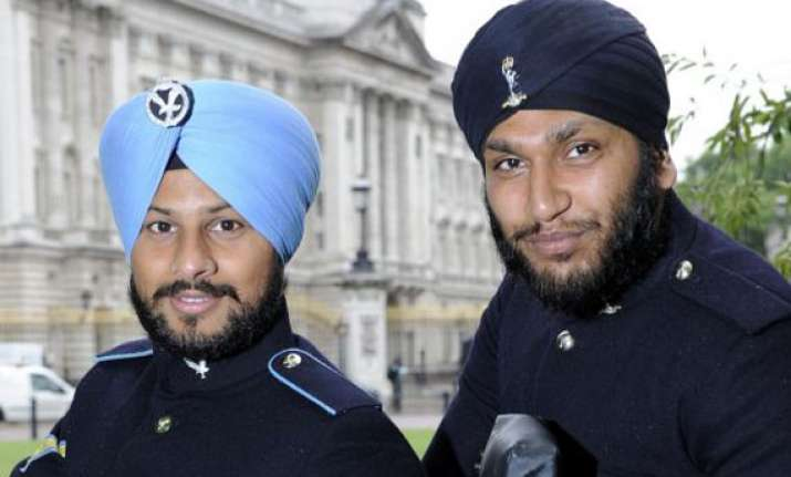 the first sikh soldier to guard buckingham palace without a